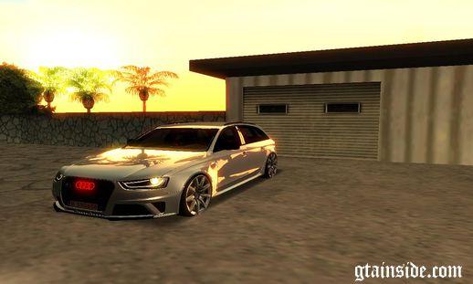 Audi RS4 Avant Stance
